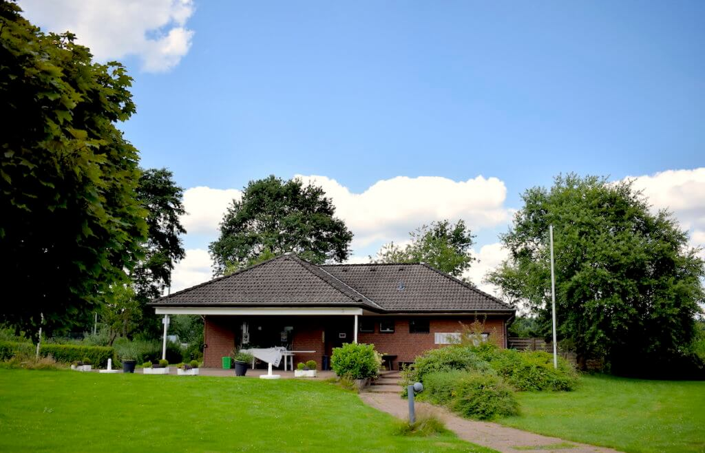 Das Vereinshaus der Tennissparte beim SSC Hagen in Ahrensburg – Foto: Nicole Stroschein