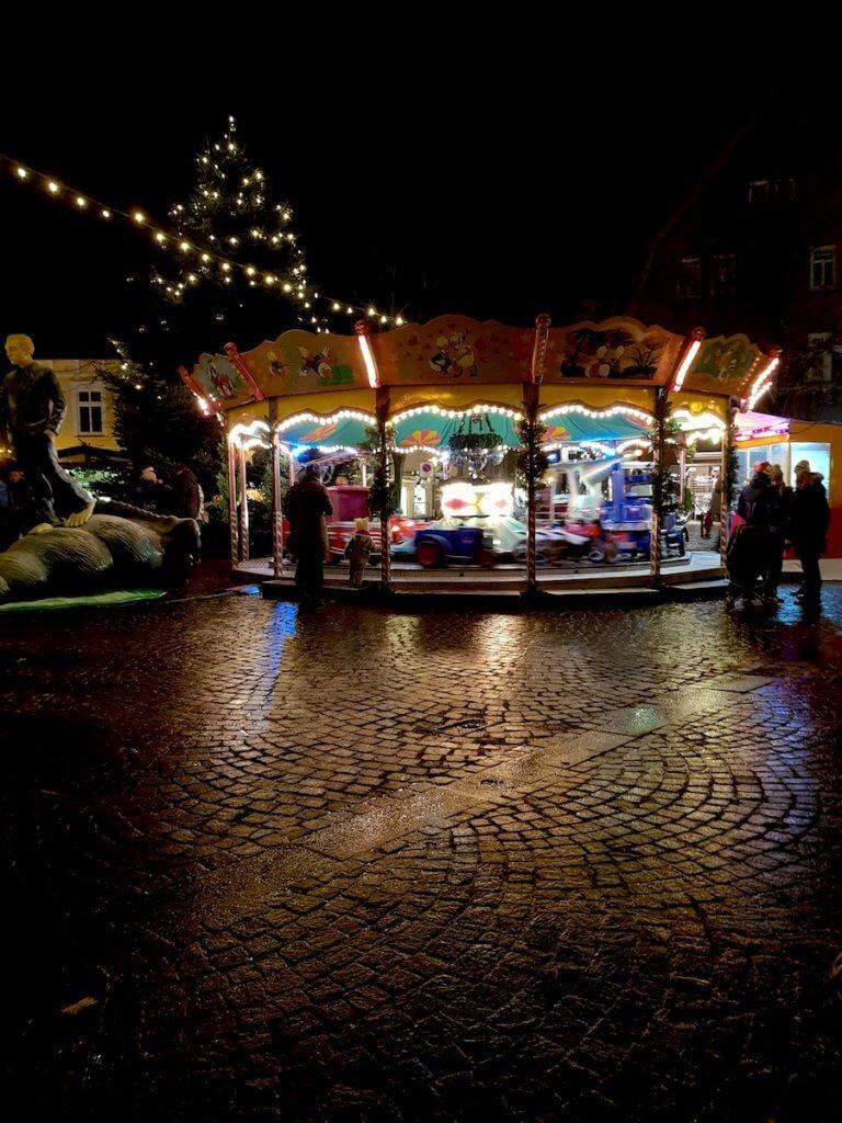Karussell auf dem Rondeel in Ahrensburg – Foto: Nicole Stroschein