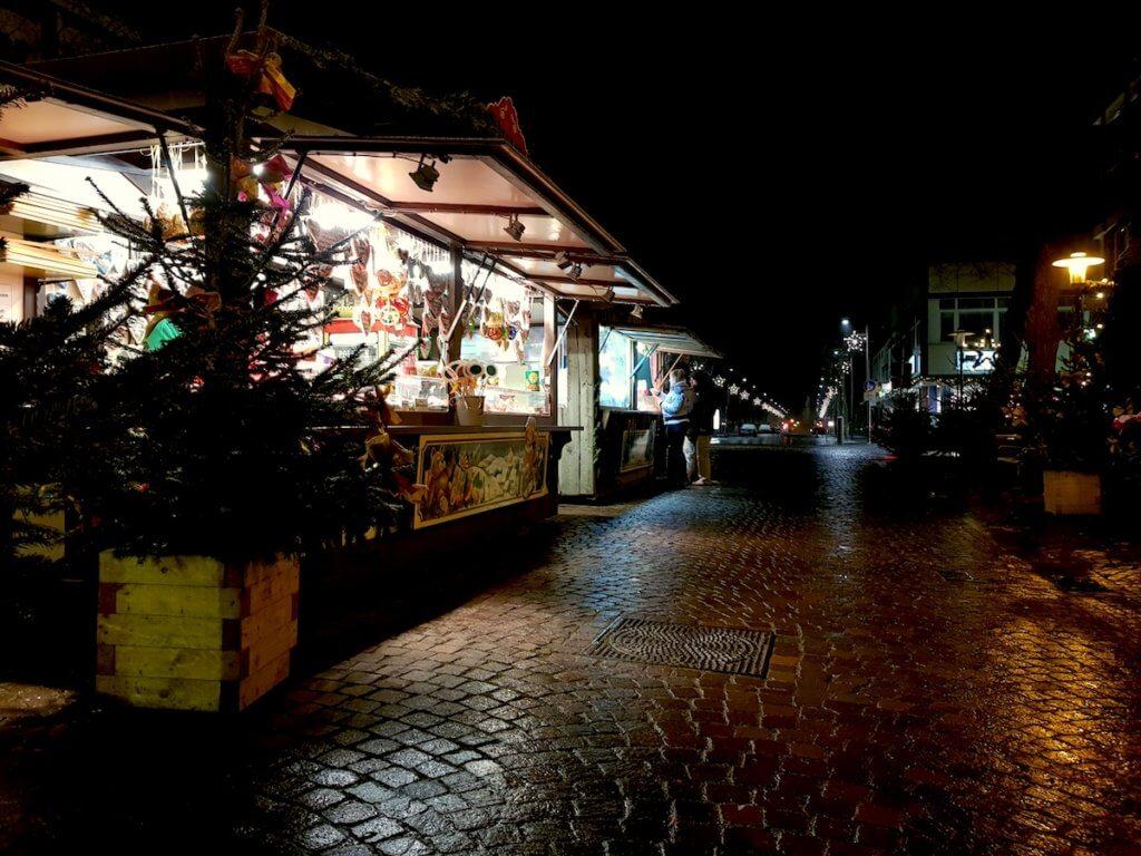 Der Weihnachtsmarkt auf dem Rondeel in Ahrensburg – Foto: Nicole Stroschein