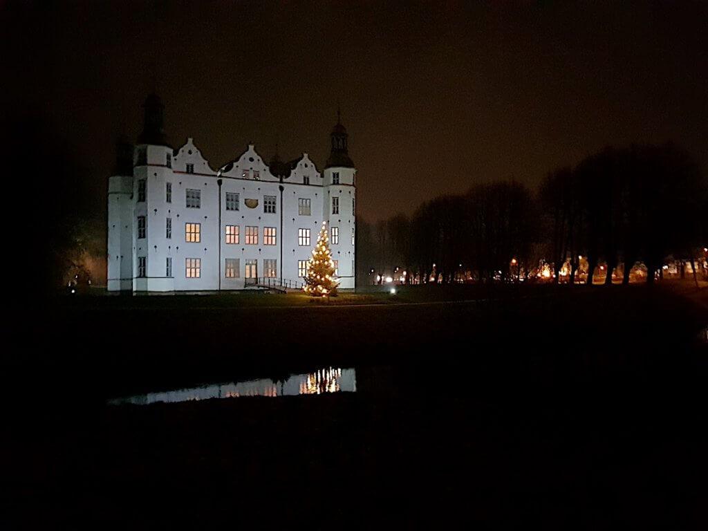 Schloss Ahrensburg im Advent – Foto: Nicole Stroschein