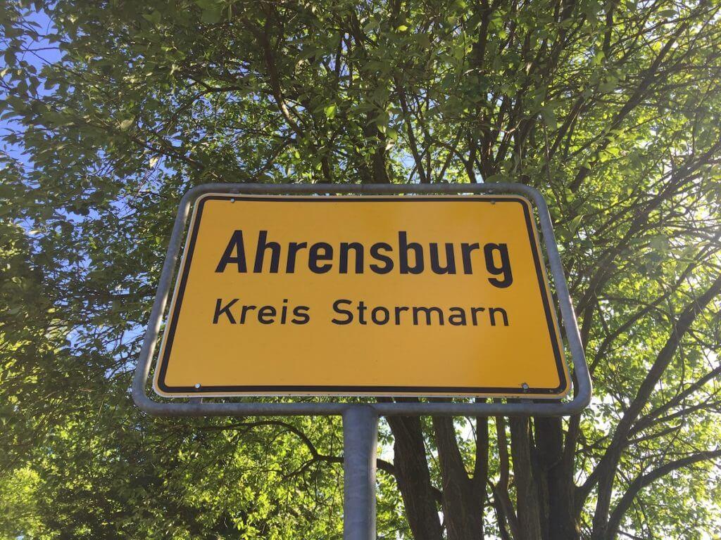 Ortsschild, Ahrensburg – Foto: Nicole Stroschein