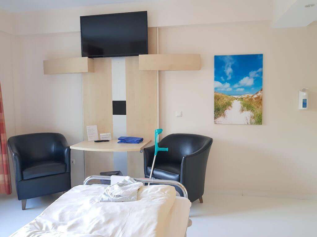 Zimmer in der Park-Klinik Manhagen – Foto: Nicole Stroschein
