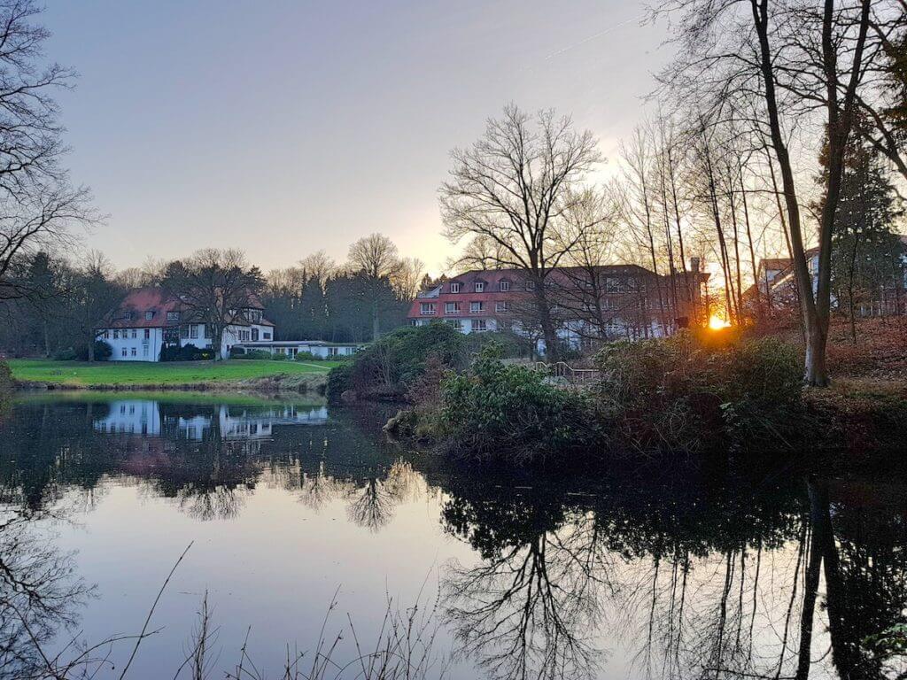 Die Park Klinik Manhagen und ihr Park –Foto: Nicole Stroschein