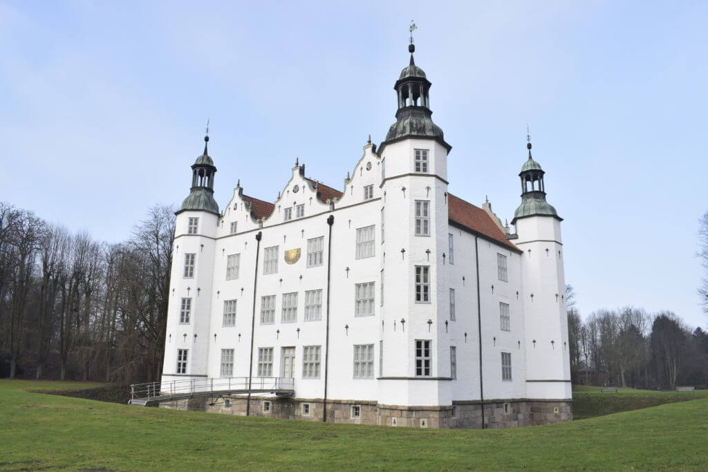 Schloss Ahrensburg strahlt für das Förde Fräulein –Foto: Nicole Stroschein