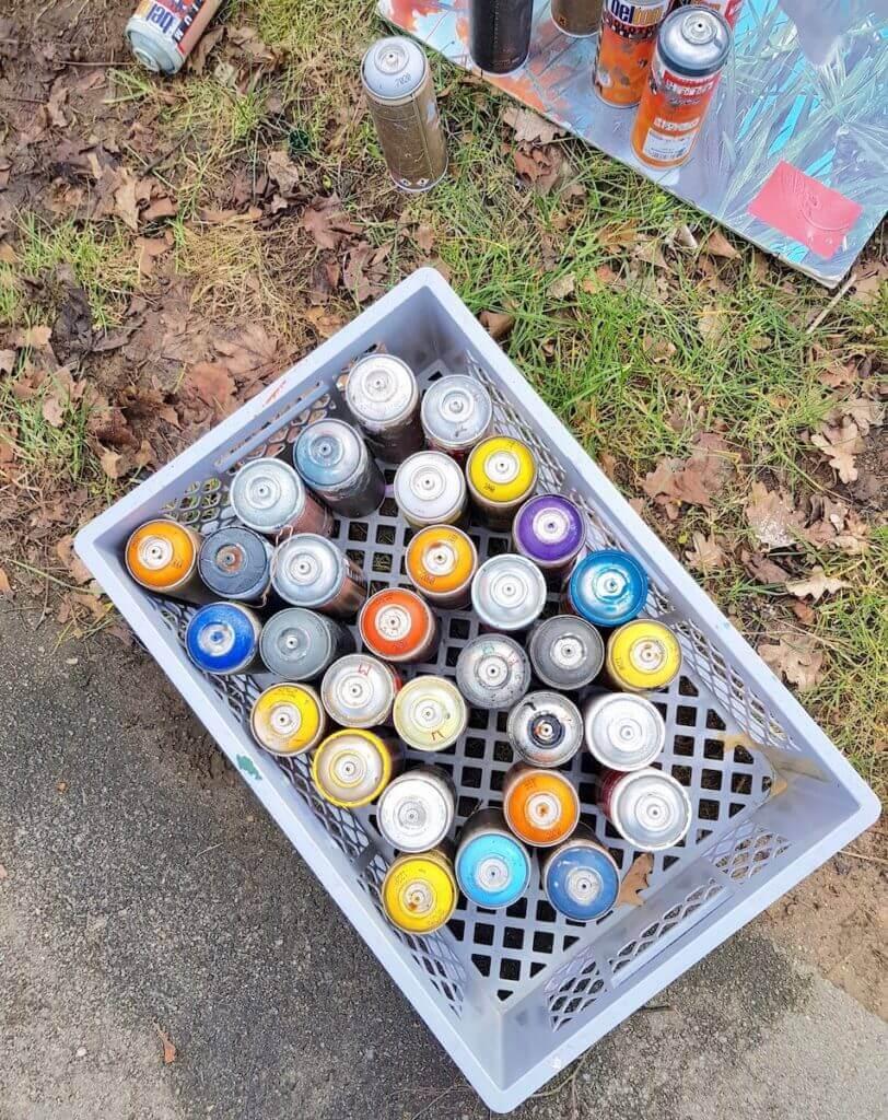 Arbeitsmaterial für ein Graffiti – Foto: Nicole Stroschein