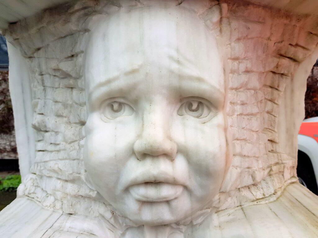 Unser Erbe, die Statue in Nahaufnahme – Foto: Lena