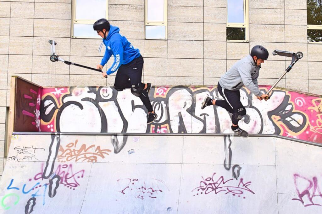 Marc (l.) und Benny fliegen – Foto: Nicole Stroschein