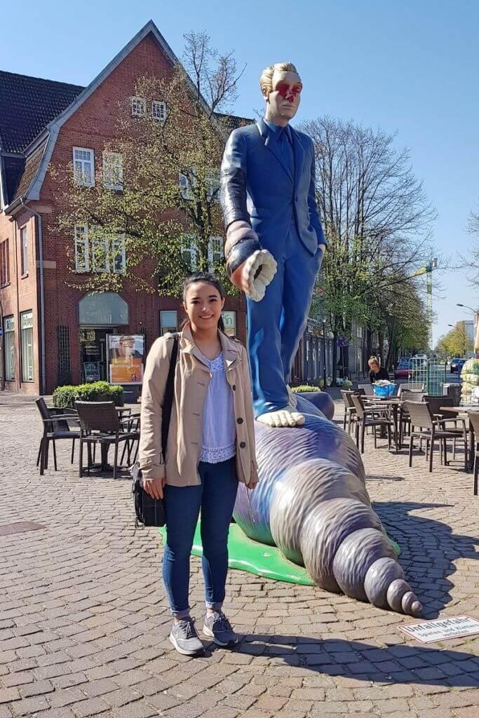 Studentin Regina möchte Ahrensburg im Wandel der Zeit zeigen –Foto: Nicole Stroschein