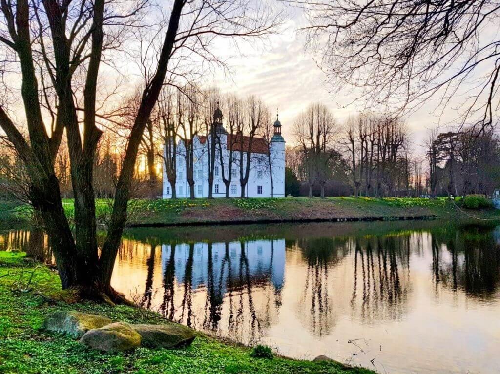 Sonnenuntergang Schloss Ahrensburg im März 2019 –Foto: Nicole Stroschein