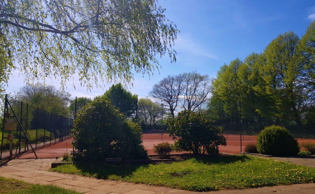 Die Tennisplätze von Dimitri Pomonar in Ahrensfelde – Foto: Nicole Stroschein