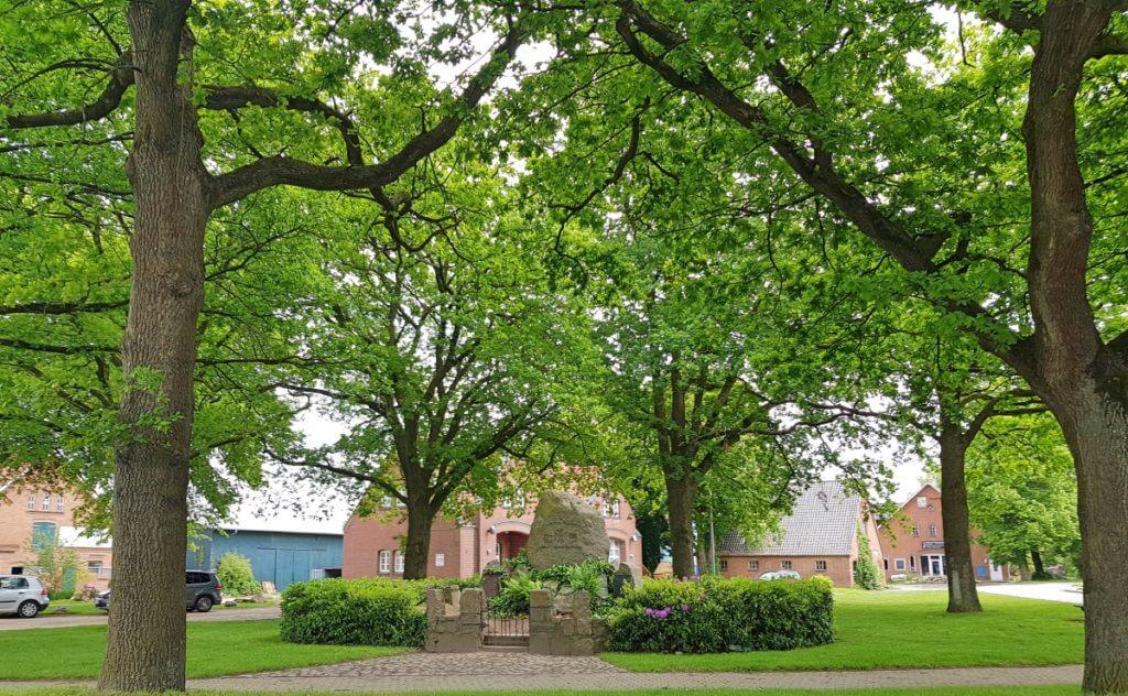 Kriegerdenkmal in Ahrensfelde – Foto: Nicole Stroschein