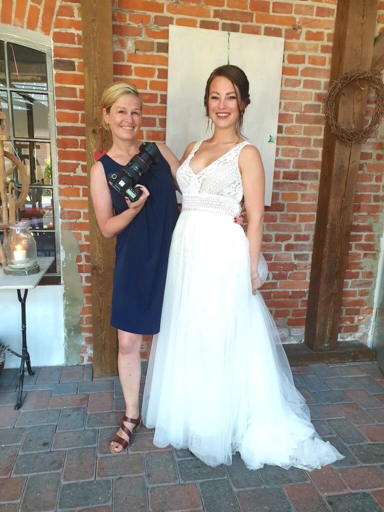 Madeleine Krüger und die schönste Braut der Welt: Jule Pohlmann – Foto: Nicole Stroschein