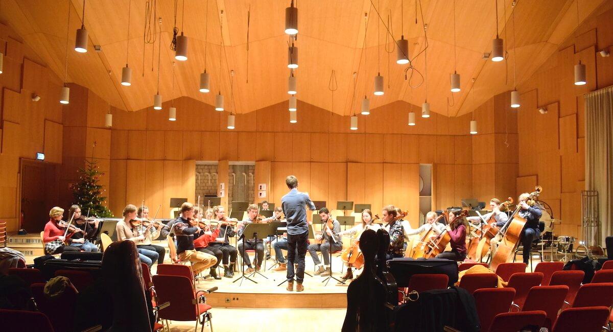 Zu Besuch beim Jugend-Sinfonieorchester Ahrensburg