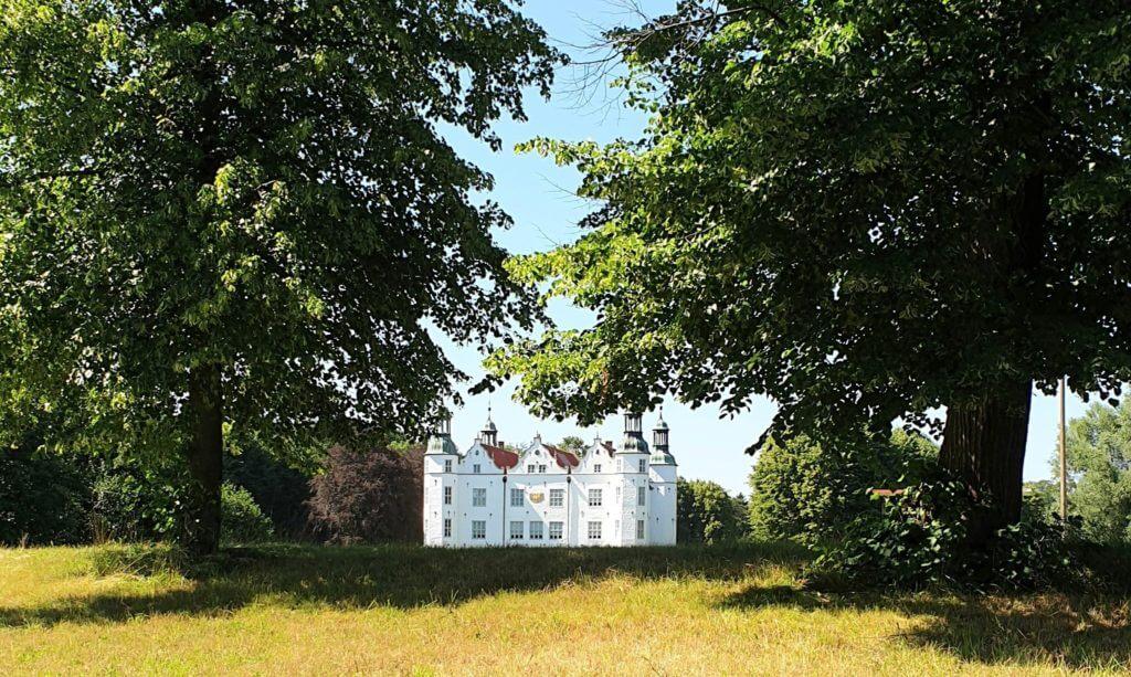 Schloss Ahrensburg im Juni –Foto: Nicole Stroschein