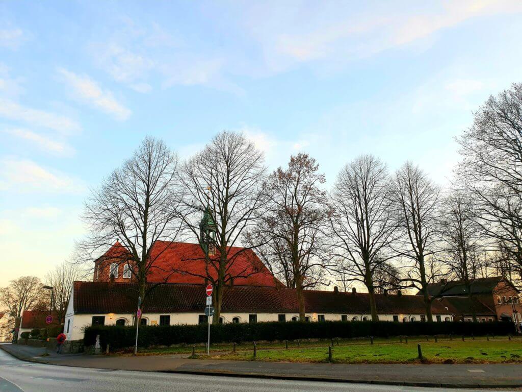 Die Schlosskirche und die Gottesbuden –Foto: Nicole Stroschein