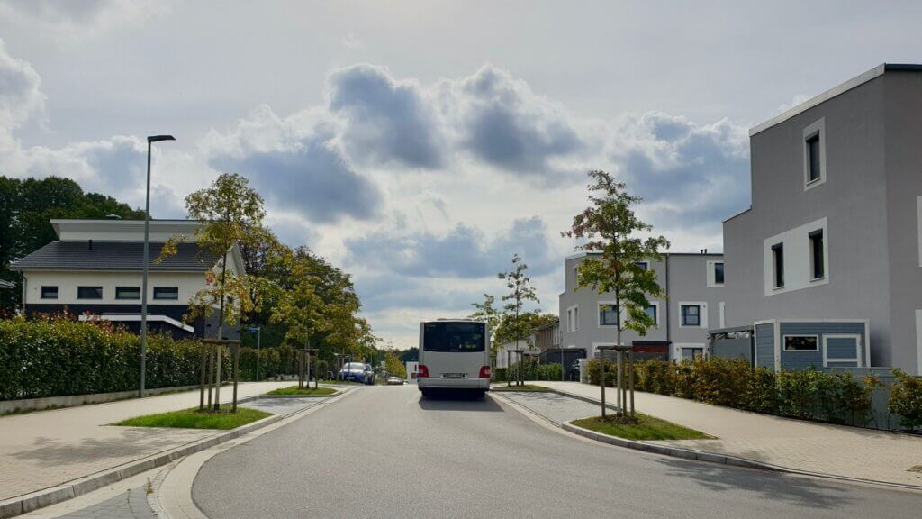 Die Buslinie 476 fährt durch das Wohngebiet am Erlenhof – Foto: Nicole Schmidt