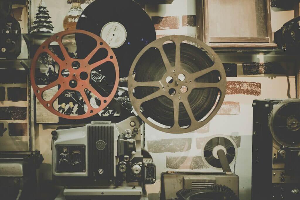 Filmprojektor historisch – Foto: Foto: Noom Peerapong / unsplash