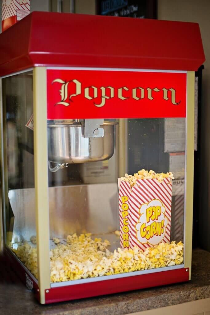 Popcorn-Maschine mit historischem Flair – Foto: Pixabay / Jill Wellington