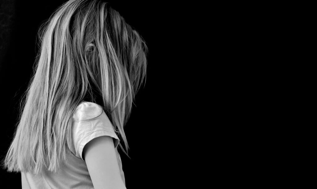 Trauriges Mädchen als Symbol für Familienprobleme – Foto: pixabay