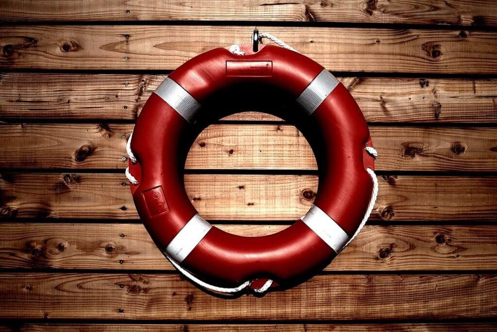 Rettungsring als Symbol für Hilfe in Not – Hilfe in Ahrensburg – Foto: pixabay / tookapic