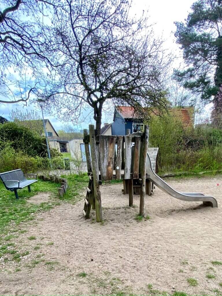 Spielplatz Lilienweg in Ahrensburg –Foto: Lenny Stroschein
