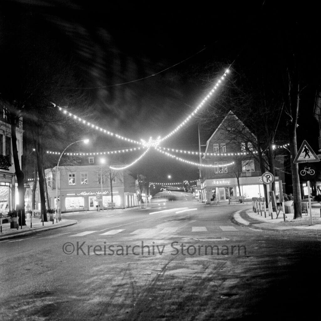 Weihnachtsbeleuchtung am Rondeel 1963 –Foto: Kreisarchiv Stormarn | Raimund Marfels