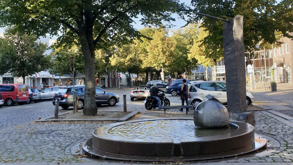 Seehund-Brunnen an der Hagener Allee in Ahrensburg – Foto: Nicole Schmidt