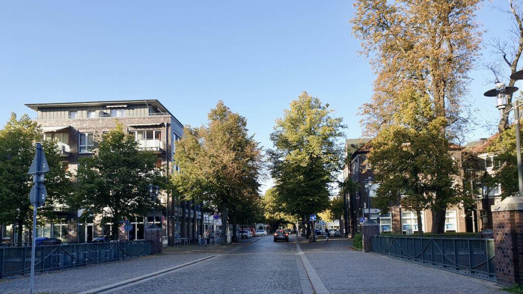 Blick von den Bahngleisen Richtung Innenstadt – Foto: Nicole Schmidt